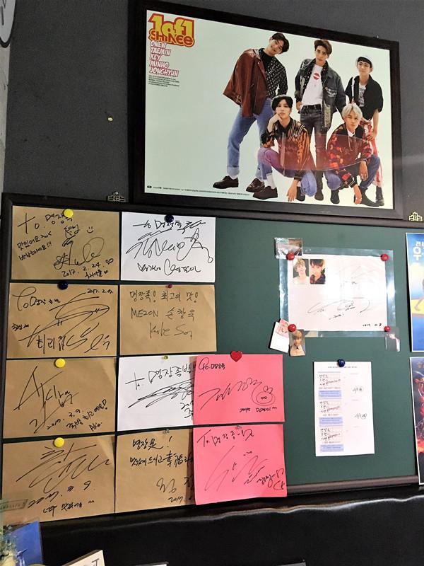 其實不只是SHINee的成員,明星簽名還是蠻多的…一般有很多明星簽名的店味道都還是不錯的。