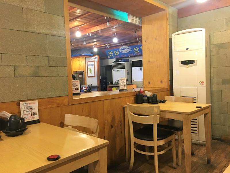 店面很大很乾凈,高峰期店裡會坐的滿滿的,想要清凈的吃飯可以早點來。因為是營業到凌晨2點,夜宵也一樣可以來!