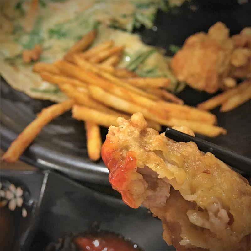 炸雞塊是日式炸雞的風格~軟嫩無骨,多汁香甜。小編因為很喜歡所以又加了一份。