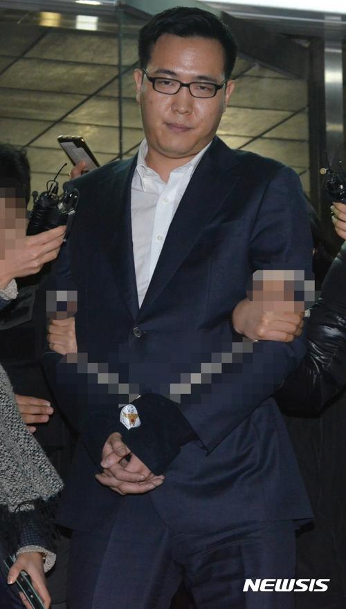 3) 韓華集團 金東善 - 酒瓶 韓華集團社長的第三個兒子金東善,在去年1月首爾的一間居酒屋把威士忌瓶扔向店員。