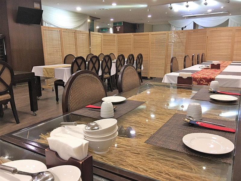 清潭洞是眾所周知的首爾富人區,這裡的餐廳也大多走高大上風格和小資特色情調。小編推薦的這家餐廳非常適合商業宴請,想要享受一下也非常值得一去!就是位於清潭站附近的「七良韓正食」(한정식칠량)