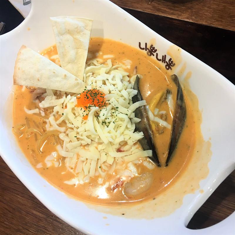 這一款로뽕是人氣菜單,也是小編認證的最美味菜單。番茄、奶油和乳酪的調和,口感豐富又細膩。尤其是喜歡乳酪的一定要選擇這一款!