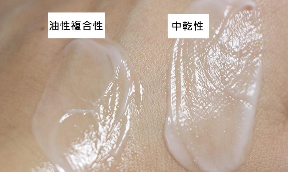 兩款推開來後,可以看到,中乾性那款的質地稍微濃厚一些,而適合油性複合性的乳霜,則是比較水感一些。