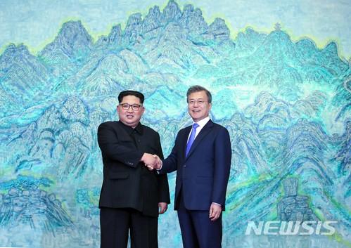 4月27日是南北韓雙方代表在板門店舉行高層會談的日子,今天來跟大家介紹一下板門店到底是什麼地方!!