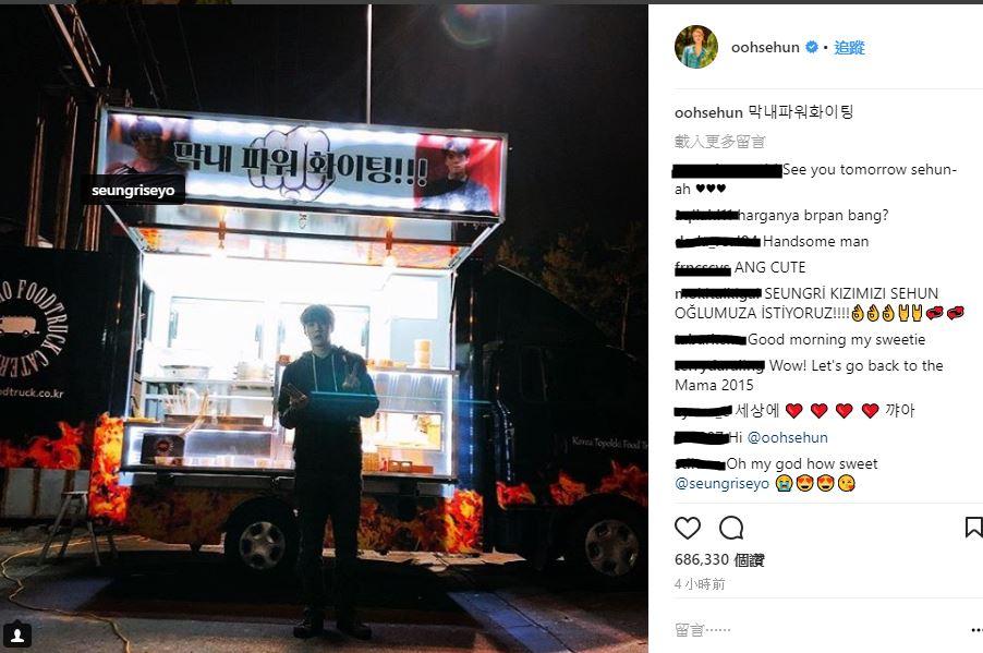 目前在拍攝網路電影《獨孤:Rewind》的世勳,今天上傳了BIGBANG成員勝利送來的應援餐車照,並寫到:「忙內POWER FIGHTING」 而粉絲們也感到相當意外和驚喜,因為兩個人除了MAMA的一次互動之外,沒看過他們的任何交集啊!