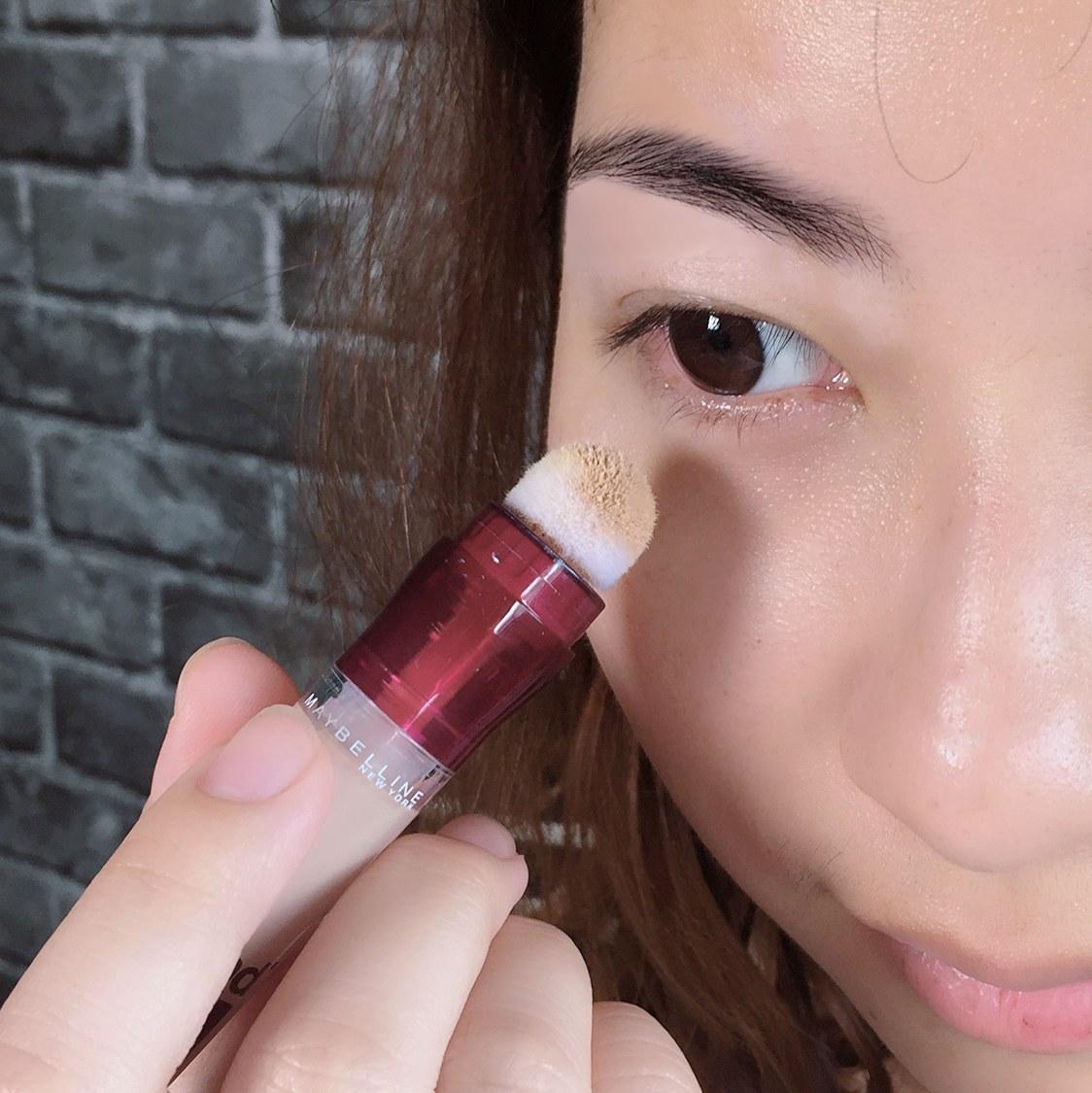 使用起來也很順手,只需要塗抹在黑眼圈處即可!