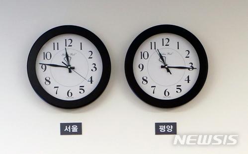 而在4月30日,朝鮮中央通訊社報道北韓的常任委員會決定把平壤時間調整成東經135度 (比現在的時間快三十分鐘),和南韓的標準時間相同。