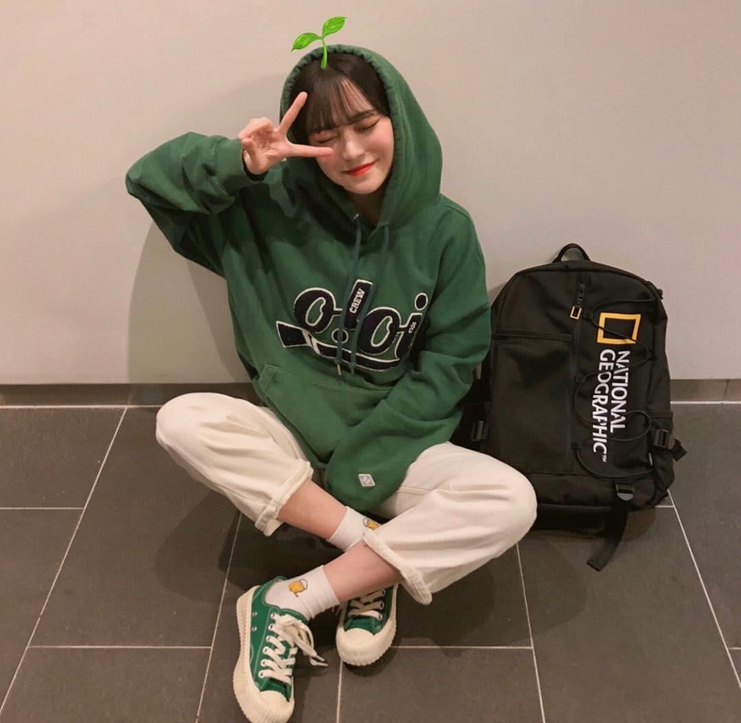 身為台韓兩國女孩最常穿的球鞋之一,這一雙真的不能沒有啊!還在考慮要買什麼顏色的你,趕快從上面挑一雙穿了吧~