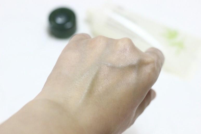 另外還有Purisoft™Complex配方,保護肌膚免受汙染物和老廢物質的傷害,展現出瑩亮凈透的肌膚,吸收度也不錯,能長久保持滋潤肌膚紋理。