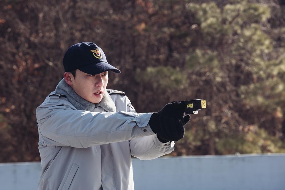 根據韓國警察統計廳的數據,中國人的犯罪率和其他外國人一樣,比起韓國人的犯罪率更低。而較嚴重的犯罪的比率和韓國人差不多,但為什麼在韓國電影中壞人都是朝鮮族呢?!