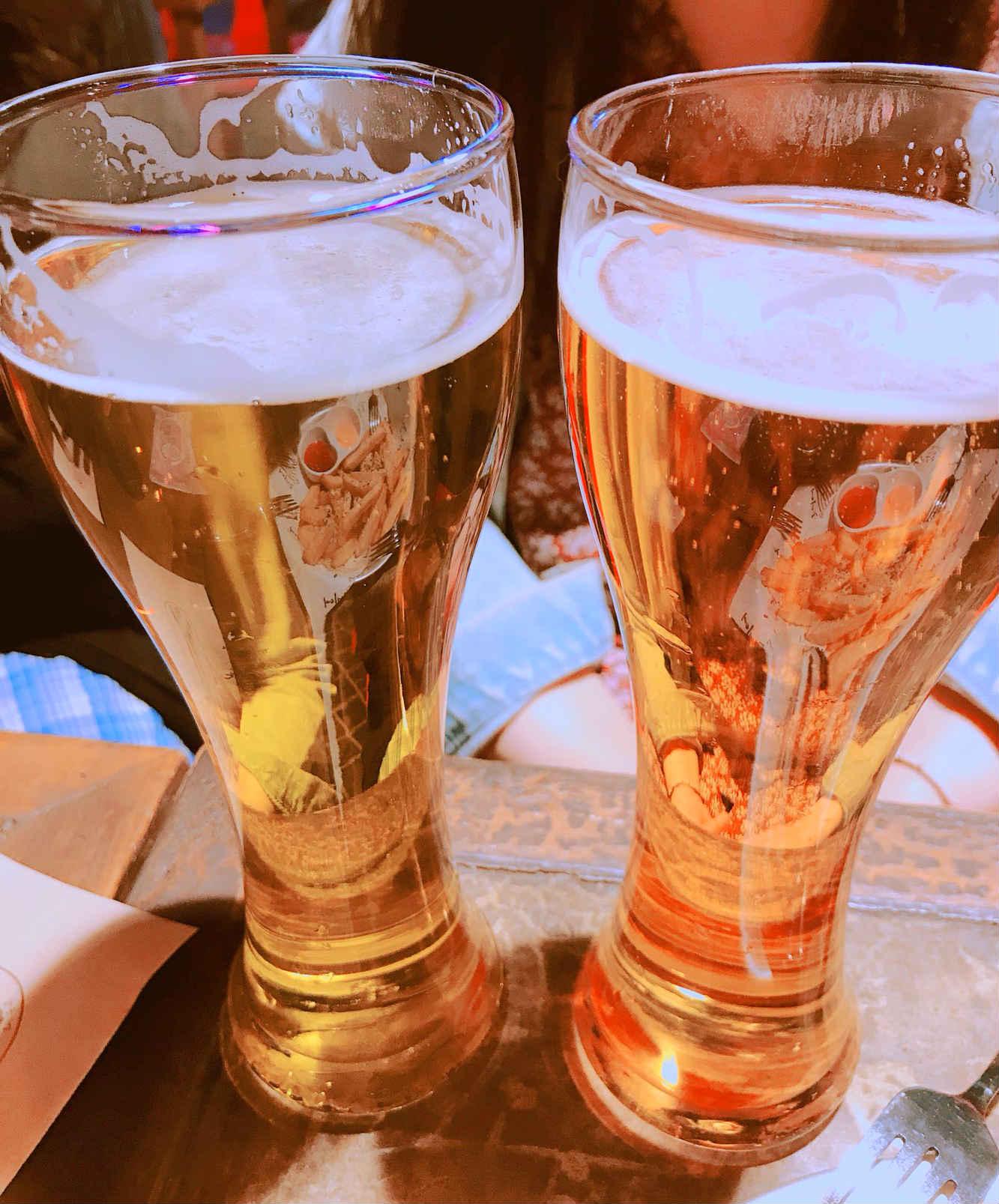 來到啤酒屋,啤酒當然不能少囉!各式水果調味的啤酒,讓不喜歡酒味太重的女生們也都能接受。