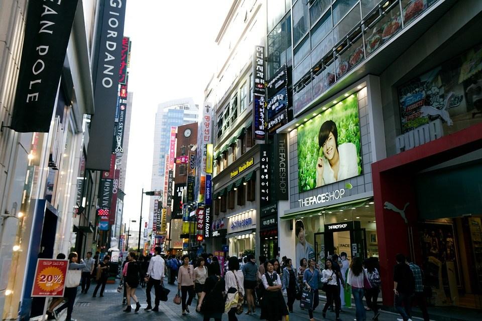 7.明洞 - 32.3% 觀光客必去景點之一,周圍有不少百貨公司及品牌專賣店,周圍有不少辦公室跟銀行企業!