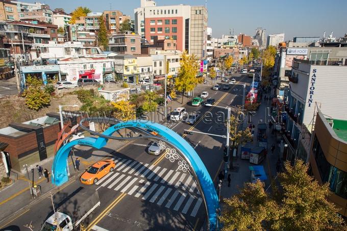 4.梨泰院 - 40.6% 最近,如果你問韓國人最想去首爾的哪個地方,十有八九會聽到梨泰院經理團路,或是解放村,周邊街道帶有點懷舊的氣息十分受到年輕人喜愛~而且在巷子裡穿梭的話常常會發現一些特色小店!