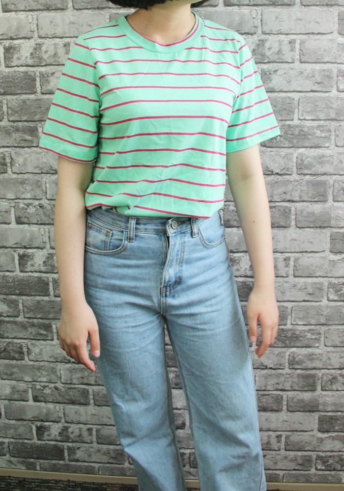 這件草綠色的T-Shirt非常適合皮膚白皙的女孩穿,看起來會有種很青春洋溢的感覺。