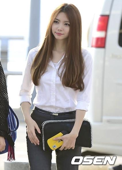 而韓國練習生的C位來頭也不小!After school第五期成員佳恩,即使已經出道6年算是演藝圈的「大前輩」,但1994年出生的她年紀仍是青春無敵的24歲!