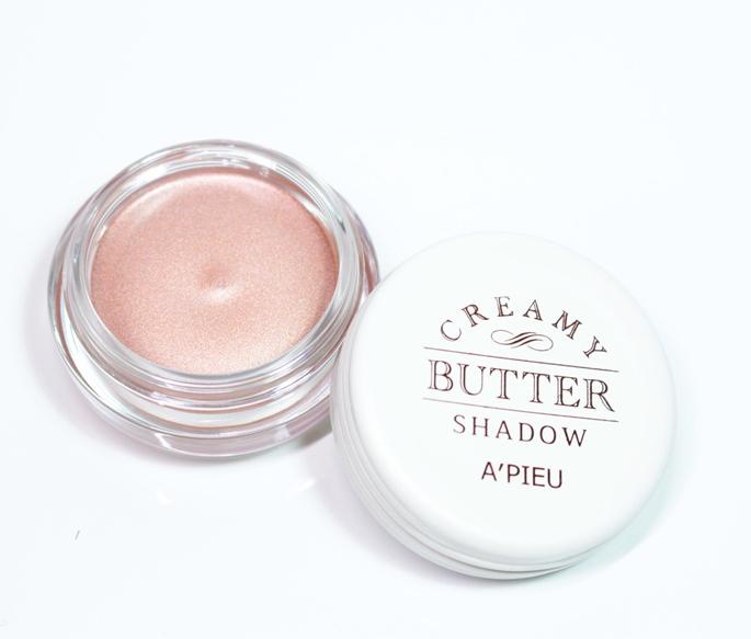 日常清新–【A'PIEU】清新女孩奶油乳霜單色眼影 首先這款是用過都推的奶油乳霜單色眼影,光是包裝就已經很可愛了~