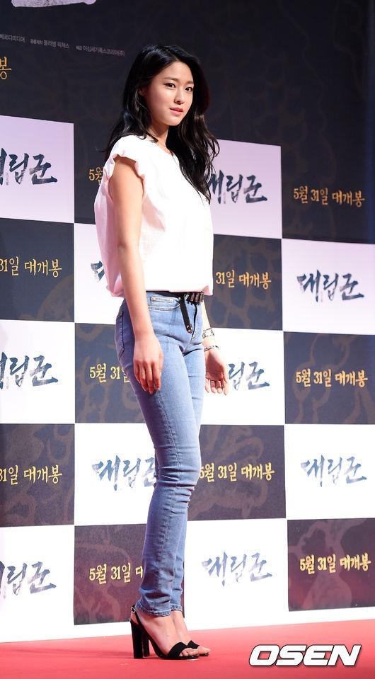AOA成員雪炫可以說是減重翻身成女神的最佳範例,真人不用Photo shop就能和自己的人形看版神同步,好身材和甜美外型也讓雪炫在近兩三年成為韓國家喻戶曉的「代言女神」