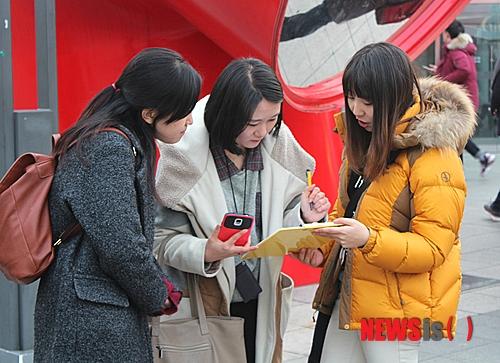 #10 問卷調查員 平均年薪:1,598萬韓元 主要在政府企業、大企業和研究企業等進行市場及問卷調查,大多由青年、主婦和老人等在街上設置展位