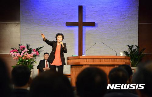 #6 傳教師 平均年薪:1,540萬韓元 在教會幫助牧師和負責教會的業務,關於宗教的職業薪水都偏低,只有牧師例外!!