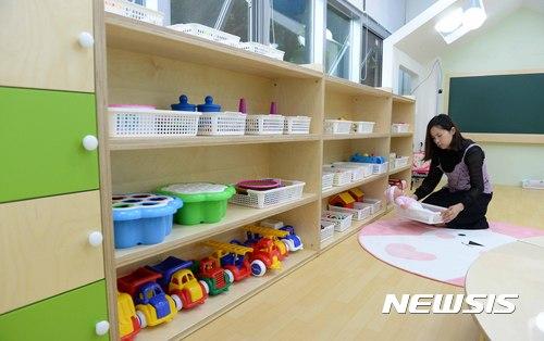 #4 育兒助手 平均年薪:1,476萬韓元 韓國越來越多雙職工家庭,所以對育兒助手的需求變大。因為是非規則性的工作,所以薪水會較低