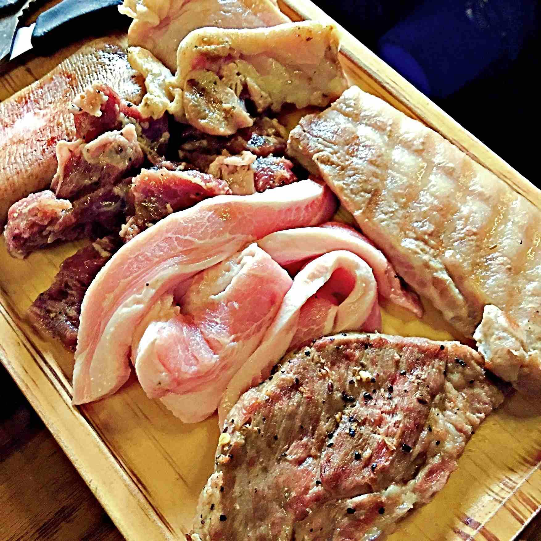 中午時段是9900韓幣/一人,晚餐時段是13900韓幣/一人,加價5000韓幣還能燒酒啤酒無限暢飲。