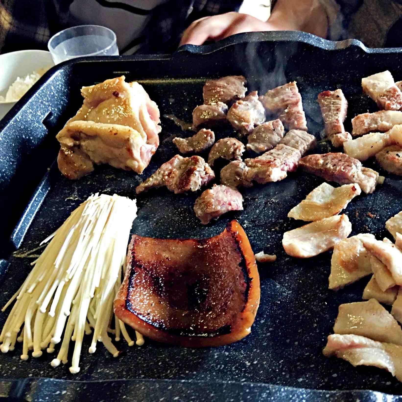 他們家的烤肉超大方,提供至少5種肉類讓你無限阿姆阿姆的吃。