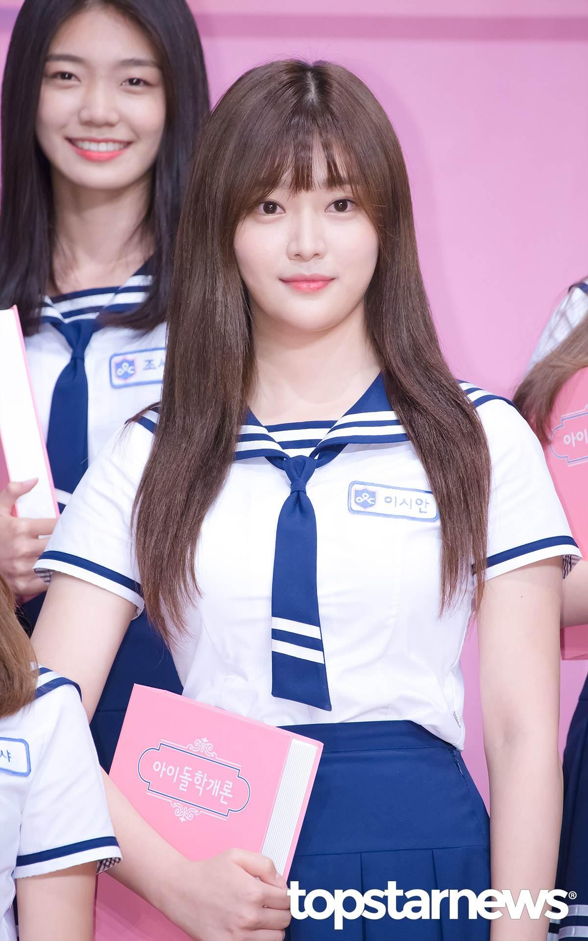 像是Mnet前一檔選秀節目《偶像學校》中落選成員李詩安(이시안,音譯)就驚喜出現在韓國48名練習生中。