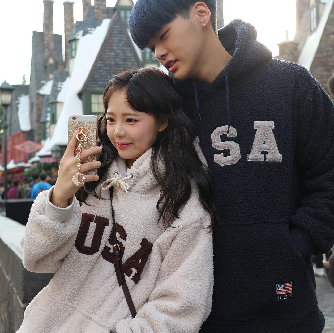 ♡이세용×홍영기♡ 說到韓國情侶絕對不能不提他們,擁有強大的外表,讓他們成為知名的臉讚情侶,前幾年也結婚生小孩,雖然小小年紀,但恩愛的早就完婚,且有兩個可愛的小孩了呢~