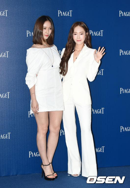 連身材的比例都變得有些奇怪,站在纖瘦的姊姊旁邊,Krystal也看起來更加圓潤....