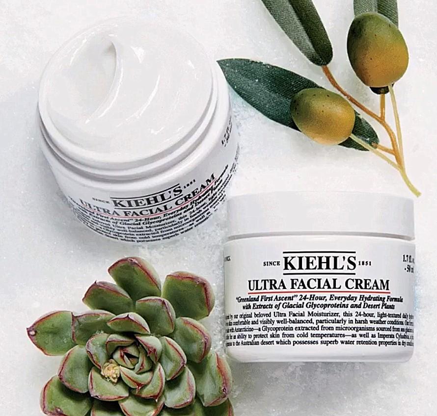 △Kiehl's 冰河醣蛋白保濕霜: 50ML/NT$1,350 乳霜狀的質地非常輕盈,讓肌膚回復到水潤柔嫩的狀態!補水保濕的同時也不怕造成肌膚負擔,完全不黏膩。