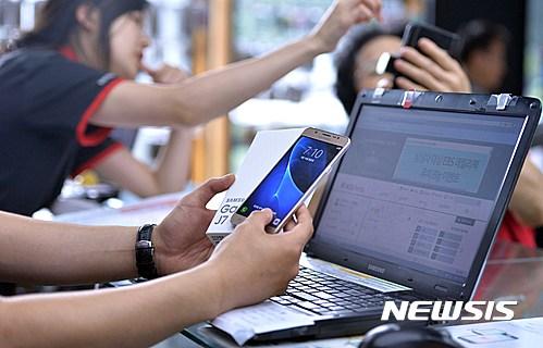 朴加妍 (音譯,박가연)研究員表示「行人應留意自身安全,特別是過馬路時應該習慣不使用手機。發生意外的人多數是年青人,父母更應該教導他們要有安全意識」