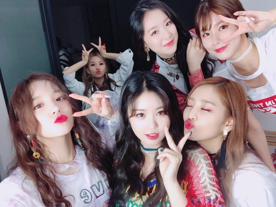 如果說到韓國最近討論度最高的新人女團,就一定不能不提CUBE所推出的(G)I-DLE,出道曲《LATATA》推出後也獲得許多網友的讚賞,不少人都稱讚不僅旋律中毒、主唱的歌聲也好聽,可以說是好評不斷啊!