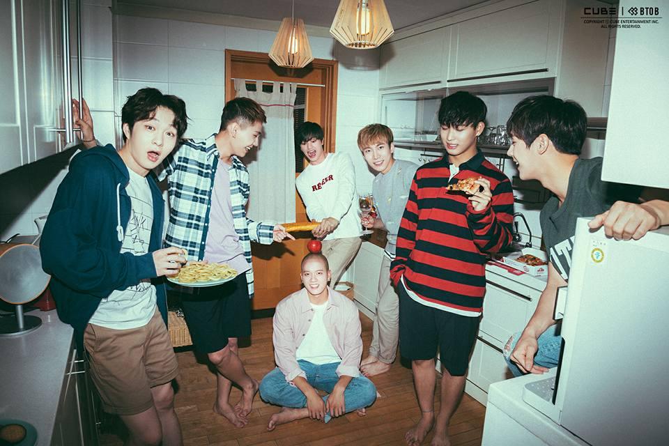 BTOB的現場歌唱實力絕對稱得上韓國男團的TOP5,尤其在2015年首次以抒情曲「沒關係」作為主打歌曲,以穩定的舞台演出奠定實力派偶像地位,並獲得媒體與大眾「因信賴而聆聽 (믿고 듣다)」的美譽!