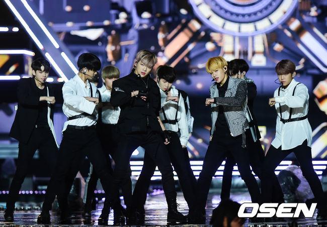 看準了選秀節目「全民選偶像」的設定,從第一季女團I.O.I,第二季男團Wanna One 推出均獲得前所未有的好成績