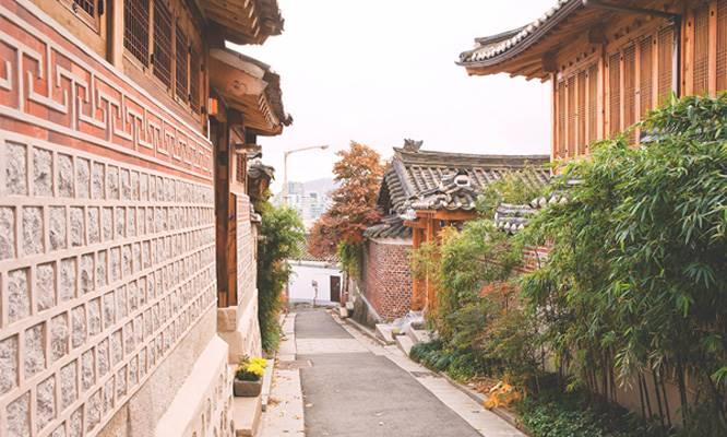 不知道大家去韓國旅遊會不會去北村韓屋村? 平均一日到北村韓屋村的遊客大約7000多名,特別是休假的時候人更多~~