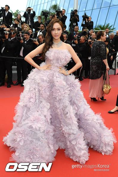 就連裙子實際看起來都有一點點奇怪,並沒有像IG上看起來這麼的動人啊ㅠㅠ