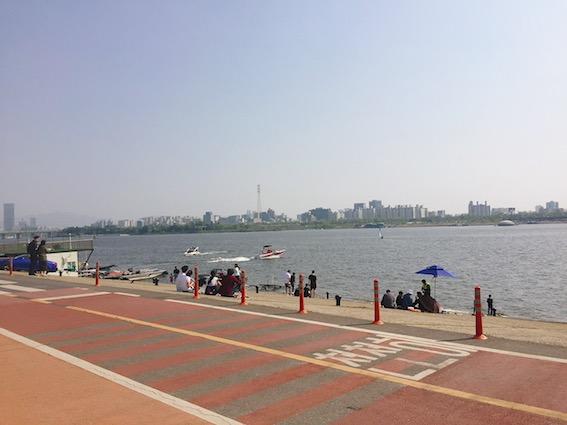 望遠漢江公園(망원한강공원):在望遠漢江公園比起野餐,有多樣化的運 動活動可以體驗!