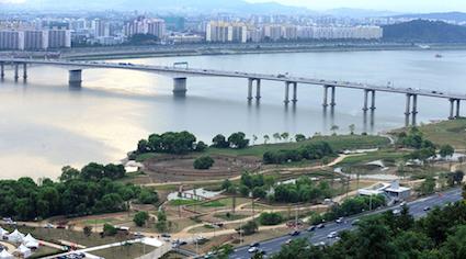 蘭芝漢江公園(난지한강공원):蘭芝漢江公園有噴水池,還可以吸收大自然~而且很多大型音樂祭都會在蘭芝漢江公園舉辦哦!