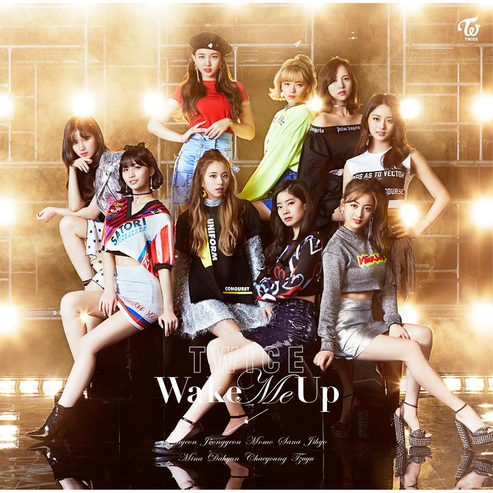 TWICE一直在日本的市場活躍著,本月16日TWICE推出了第三張日文單曲《Wake Me Up》,一推出馬上刷新韓國女團在日本的單日販賣量記錄,並在日本網站登上銷售量冠軍,單曲的三個版本更是登上排行榜的前三名,見證了TWICE在日本的高人氣!