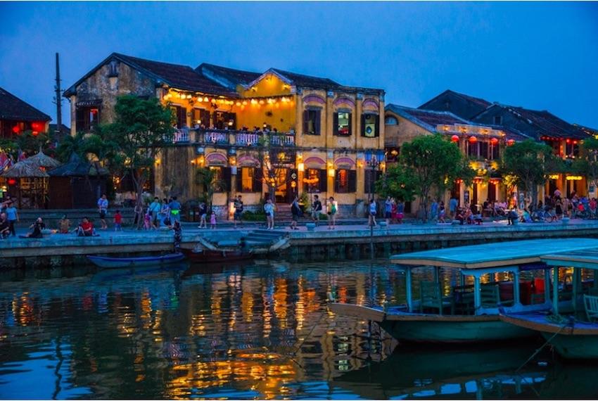 越南 因為韓國的冬天很冷,所以氣候較炎熱的東南亞國家也是韓國人經常造訪的旅遊勝地!尤其是擁有美麗的海灘、平價街邊美食的越南是韓國人的第一首選哦!
