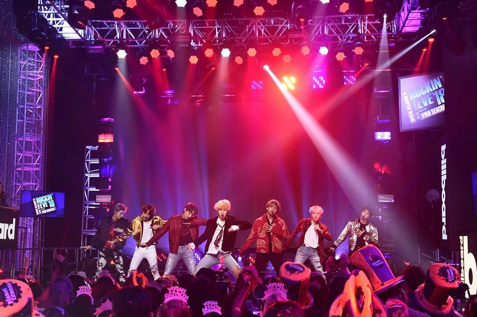 而防彈少年團在今年第二度入圍Billboard Music Awards ,與Justin Bieber、Ariana Grande等人角逐「Top Social Artist」,Billboard也在4月24日宣布BTS將在頒獎典禮演出,並會首次演唱這次發行的新歌,「世界級回歸舞台」引起全球歌迷關注阿!想必這天會是全世界阿米們的大日子吧!