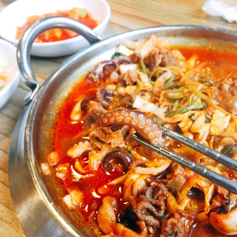 章魚很新鮮彈牙~牛肉也入口即化,湯汁融合進去後要吹一吹再吃~分量也很足哦!