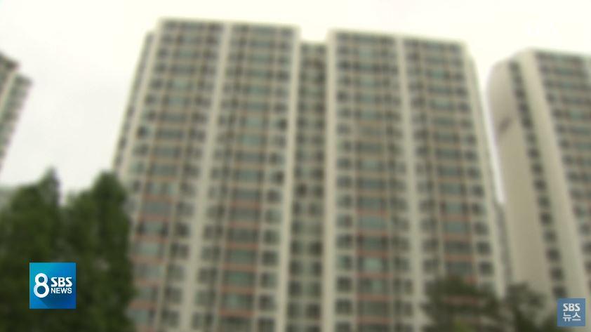 5月19日中午時間,韓國京畿道平澤市一個公寓有兩個啞鈴掉下,重量大約1.5kg。