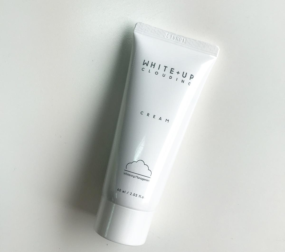 這款美白霜的主要成分為牛奶的蛋白質萃取物,可以維持肌膚的白潤感,而所含有的谷胱甘肽則可以幫助肌膚找回原始的透亮感!
