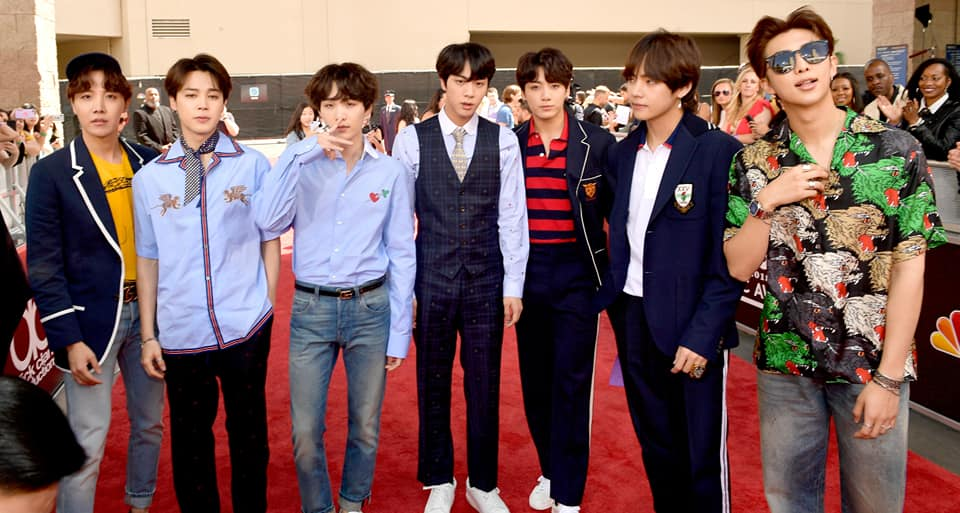 而防彈少年團不只在去年成為首個登上全美音樂獎的韓國團體,今年也成為韓國團體中第一個在告示牌上表演回歸舞台的明星!讓他們再一次奠定了