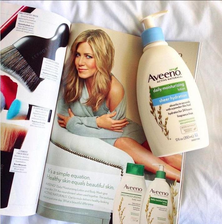 aveenous身體乳真的不得不推啊!47歲美國女星珍妮佛安妮斯頓(Jennifer Aniston),她從2013年起就擔任Aveeno代言人,其中一款燕麥水感保濕乳更是獲得極大好評,身體乳中富含的燕麥片萃取成分,有助於預防皮膚乾燥和24小時保護你的嬌嫩肌膚。這款乳液讓你的皮膚感覺柔軟,光滑,自然健康,並且適合日常使用,而且也不含其他香料,是不是需要手刀購入呢?