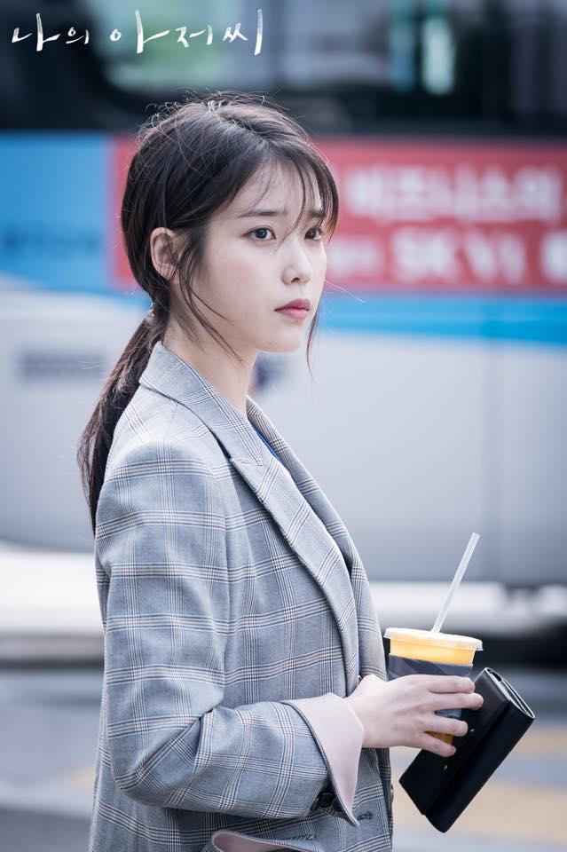 ✿TOP1 tvN 《 我的大叔 》 話題佔有率:21.03% ※以擁有相同沉重的生活負擔40歲男人與20歲女人出發,講述他們互相觀察並治癒對方的故事。