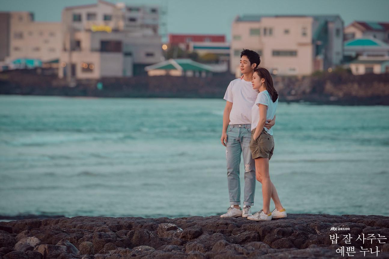 ✿TOP2 JTBC 《經常請吃飯的漂亮姐姐》 話題佔有率 : 15.73 ※此劇是描述長時間以來,一直情同姐弟的35歲女性和31歲男性之間,突然萌芽生出愛情的故事。