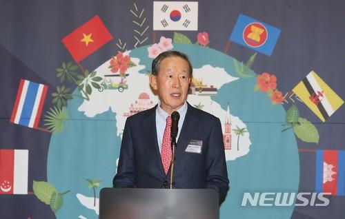 #3 GS集團 許昌秀 排名第3的是GS集團會長以及FC首爾主席許昌秀,同時擔任韓國全國經濟人聯合會會長。 和不久前離世的LG集團會長具本茂是好朋友,亦被選為優秀的企業家。