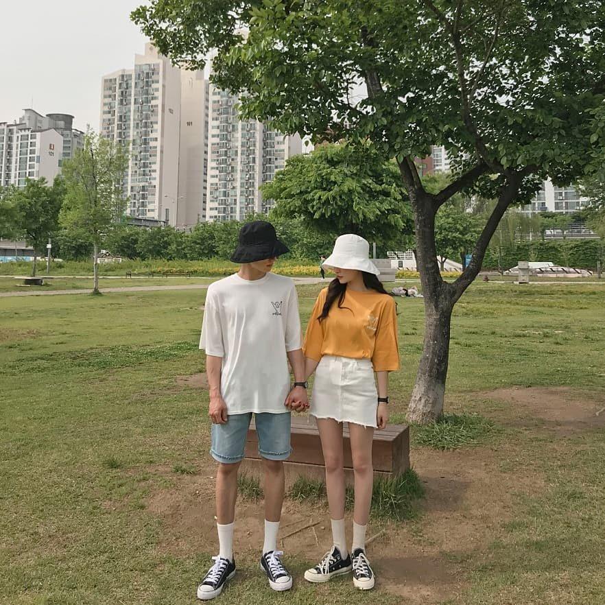 4.不會不追隨大眾流行: 韓國女生都很會打扮,但問題是打扮得太過類似,因為在他們的觀念裡,只要流行就要穿,要符合大眾眼光,打扮得稍微特殊疑點則是會惹來異樣眼光,這也是為什麼韓系風格大多都是那幾種元素,搭配起來也會比較簡約。